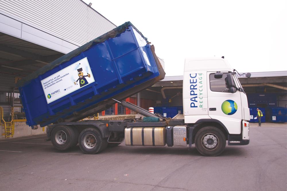 Camion Paprec avec benne relevée